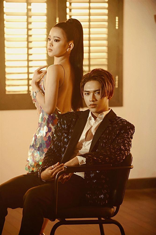 Giọng ca mạnh dạn mời Linh Ka đóng MV đầy rẫy cảnh nóng chẳng ngại bị gọi là Chi Pu version nam-4
