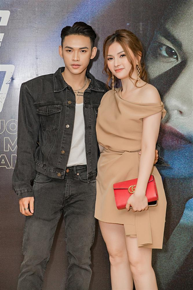 Giọng ca mạnh dạn mời Linh Ka đóng MV đầy rẫy cảnh nóng chẳng ngại bị gọi là Chi Pu version nam-10