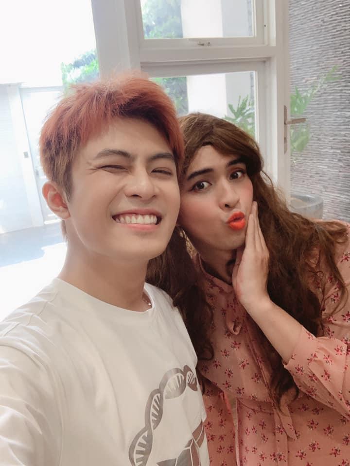 Chỉ nhờ một tấm hình giả gái xuất sắc, dân mạng phát hiện Hồ Quang Hiếu có tướng phu thê với đương kim Hoa hậu Việt Nam-1