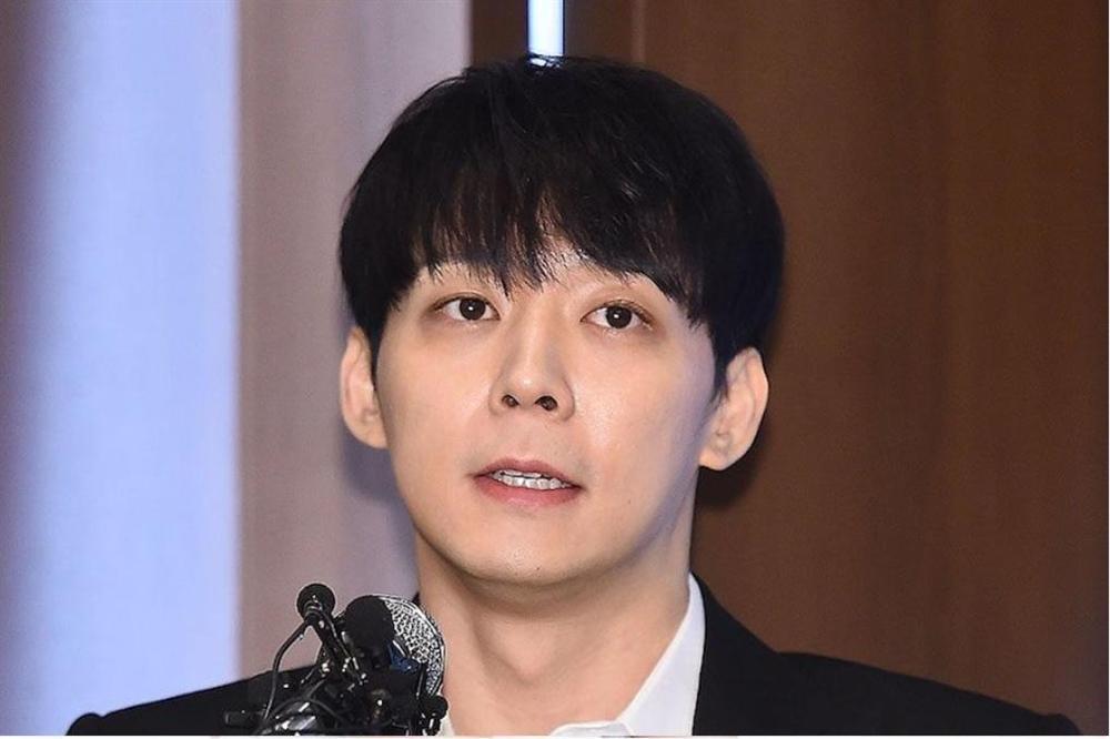 Vừa mở họp báo kêu oan 3 ngày trước, Park Yoochun bị cảnh sát tung bằng chứng sử dụng ma túy cùng Hwang Hana-1