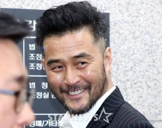 Vừa mở họp báo kêu oan 3 ngày trước, Park Yoochun bị cảnh sát tung bằng chứng sử dụng ma túy cùng Hwang Hana-4
