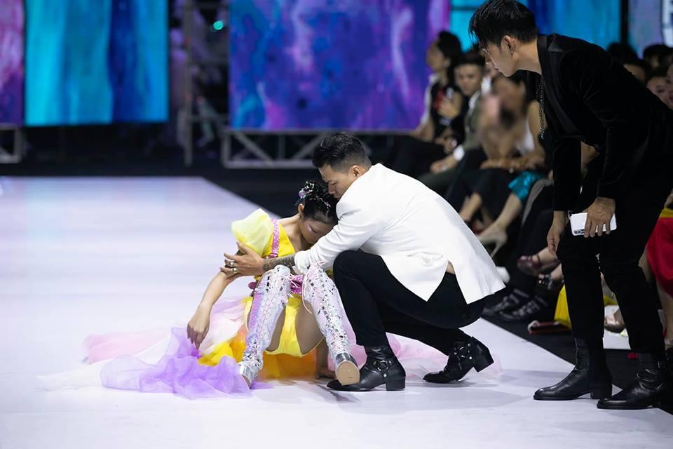 Sự thật đáng phẫn nộ sau cú nhào lộn thảm họa trên sàn catwalk của Minh Hằng-1