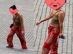 Mặc áo ren không nội y ra đường còn chụp ảnh đăng Facebook, gái xinh bị ném đá không trượt phát nào-3