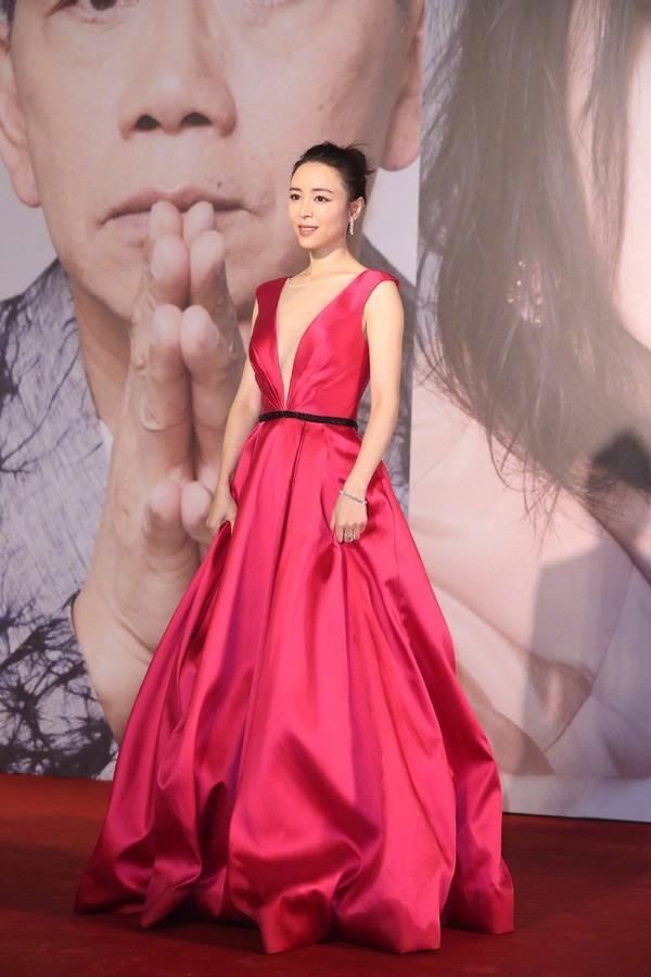 Thảm đỏ Oscar Hong Kong 2019: Song Hye Kyo đọ sắc với Hồ Định Hân, Thái Trác Nghiên-46