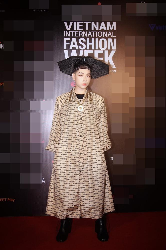 Phượng Chanel dát đồ hiệu như hàng chợ - HHen Niê khoe dáng chuẩn không ai bằng nhưng vẫn lọt top SAO MẶC XẤU-1