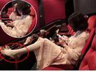 Gái xinh mặc váy hồn nhiên gác chân trong rạp phim, dân tình lắc đầu: 'Đẹp mấy cũng bằng thừa'