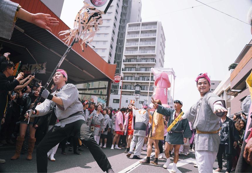 Sumo dọa em bé khóc, rước dương vật và những lễ hội kỳ lạ ở Nhật-2