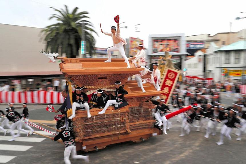 Sumo dọa em bé khóc, rước dương vật và những lễ hội kỳ lạ ở Nhật-5
