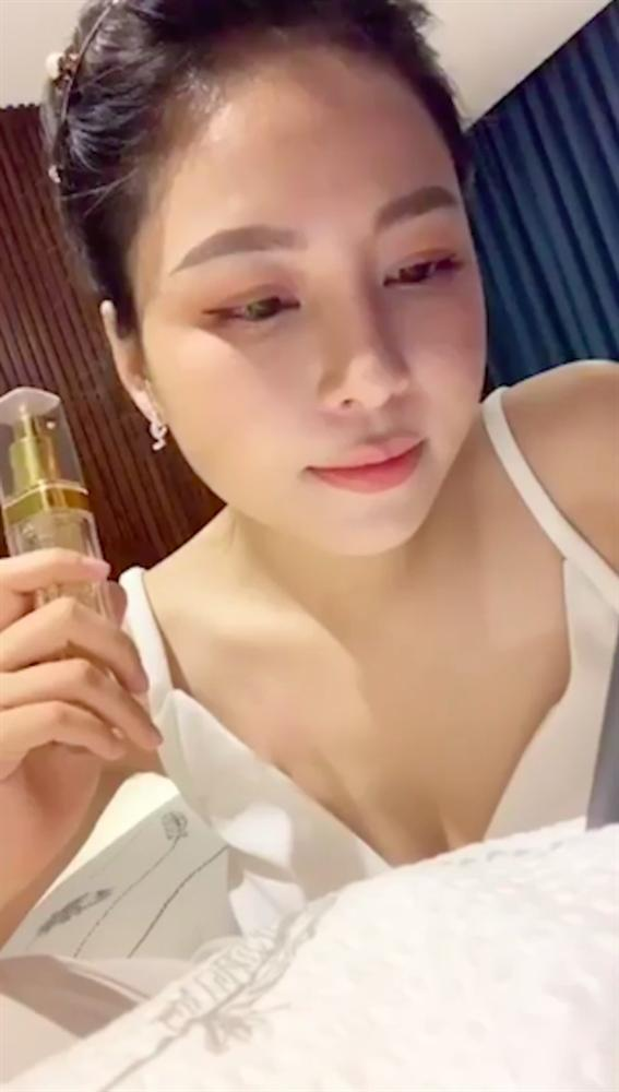 Giữa tâm bão lộ clip nóng, Trâm Anh thản nhiên livestream?-4