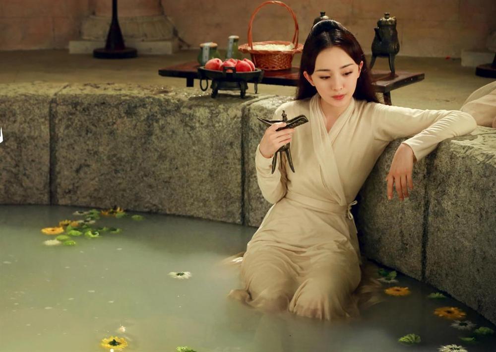 Nhặt sạn phim cổ trang Hoa ngữ: Nam chính vừa vận công trị thương vừa phì phèo thuốc lá-4