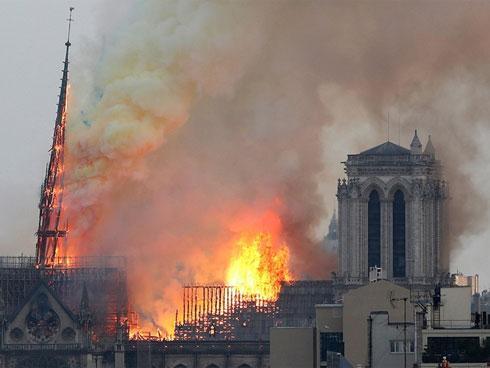 Vì sao Nhà thờ Đức Bà Paris cháy nhanh-1
