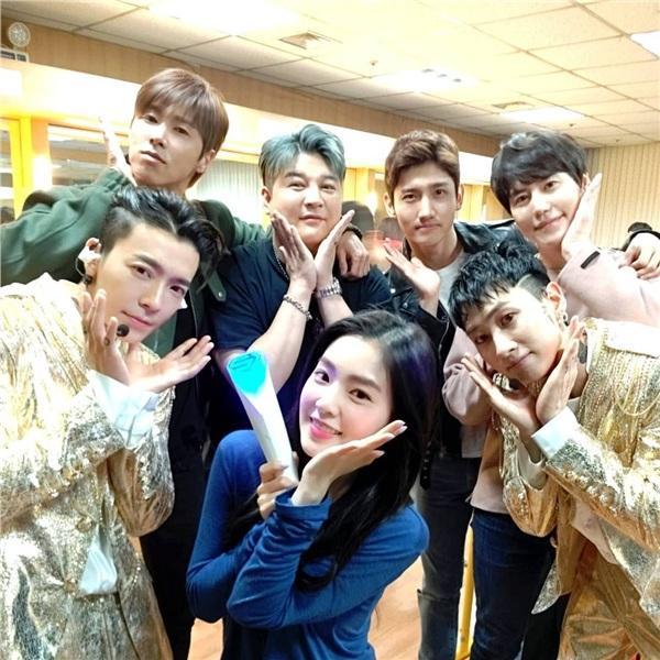 Chủ tịch đảng nhiệt huyết Yunho cùng Changmin, EXO, Red Velvet quẩy banh nóc concert Super Junior Eunhyuk và Donghae-2