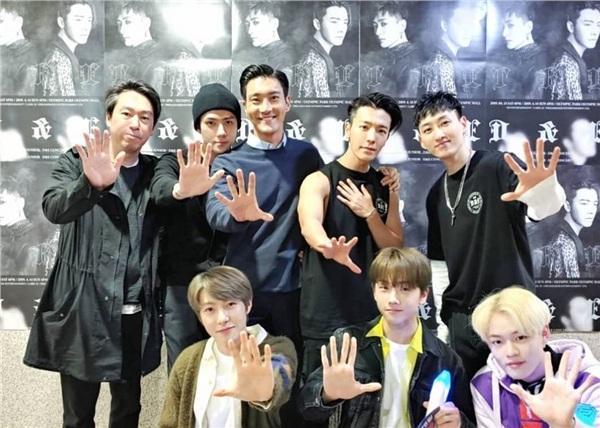 Chủ tịch đảng nhiệt huyết Yunho cùng Changmin, EXO, Red Velvet quẩy banh nóc concert Super Junior Eunhyuk và Donghae-3