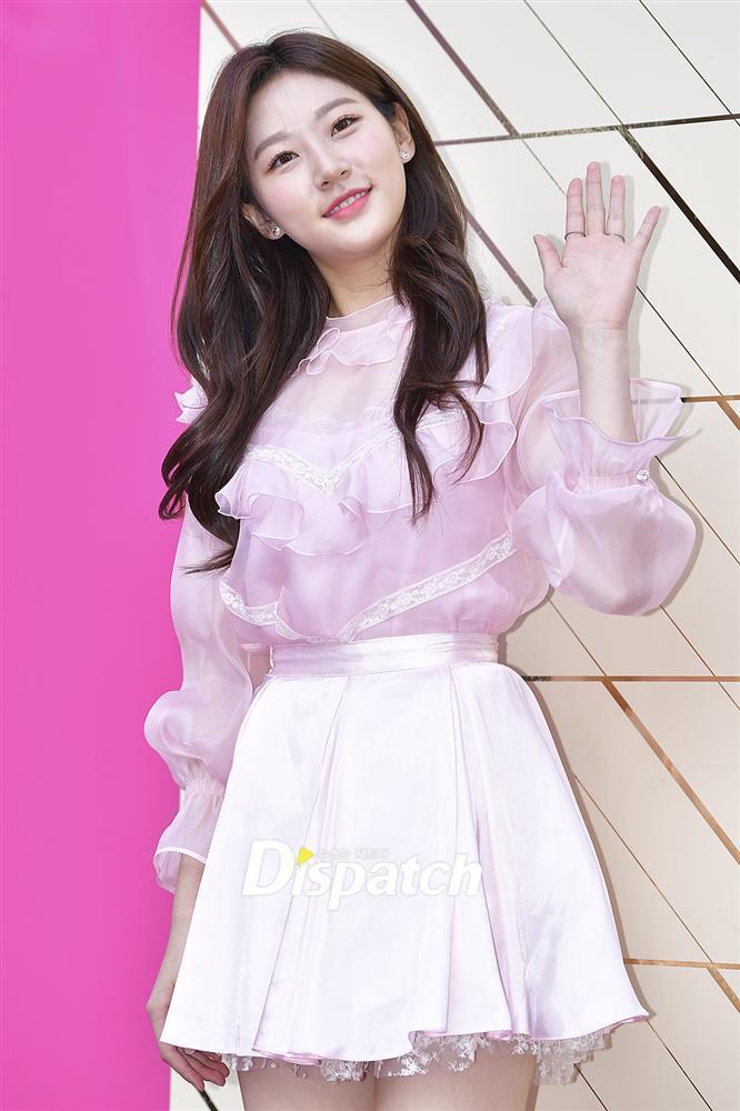 Sao nhí đình đám Kim Sae Ron khoe nhan sắc xinh đẹp, chân dài thẳng tắp ở tuổi 18-2