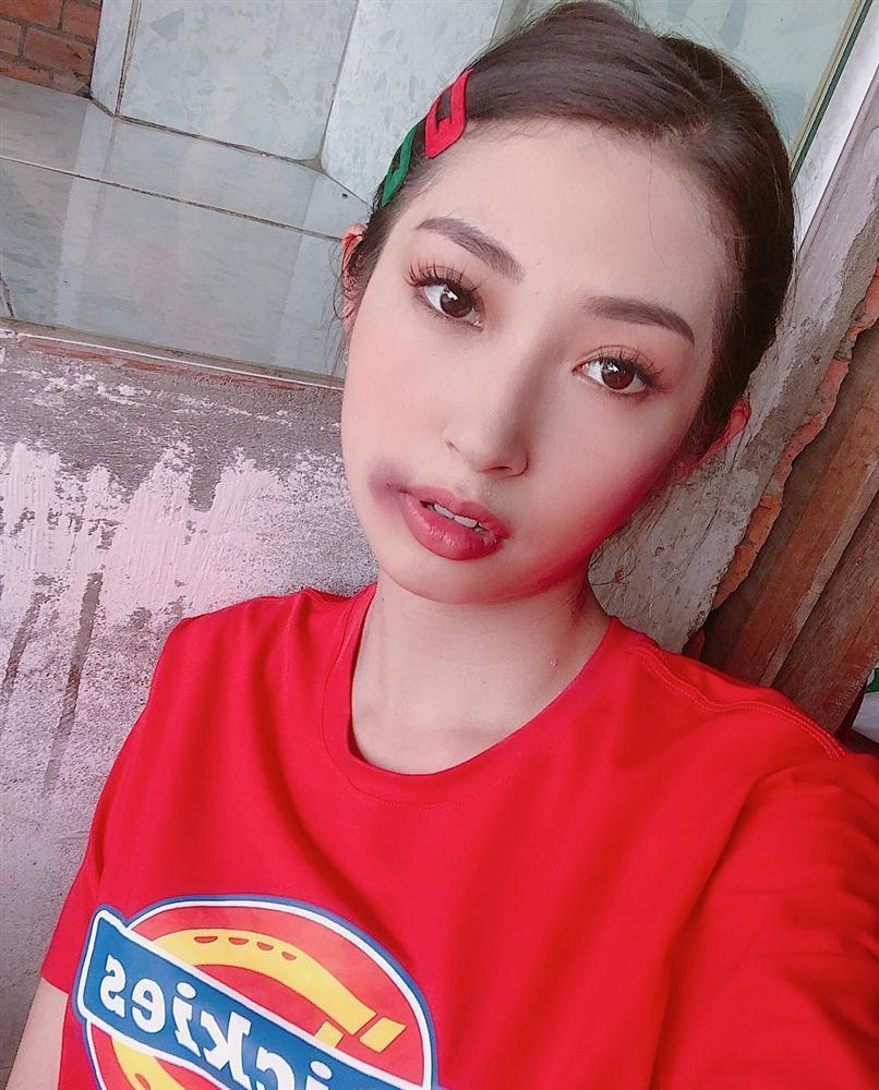 Khổng Tú Quỳnh bị đánh bầm dập mặt mày vẫn đam mê chụp ảnh-1