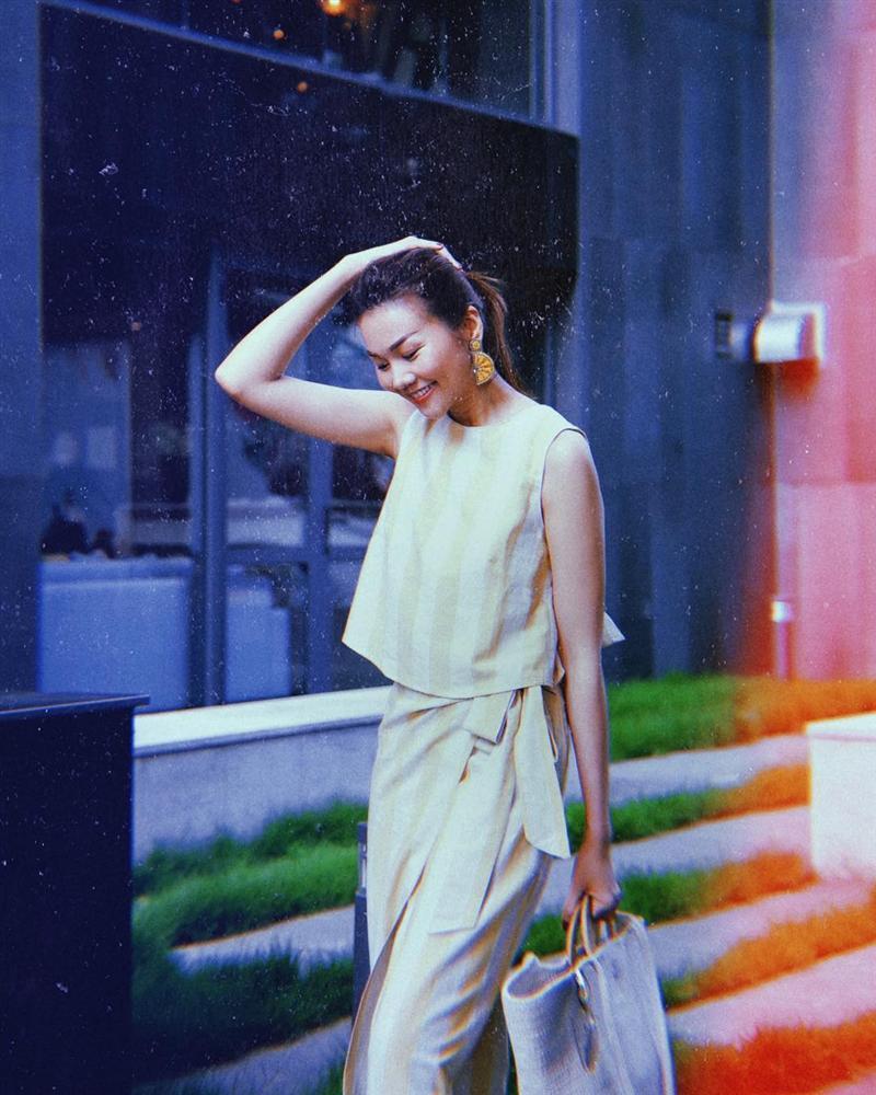 Khổng Tú Quỳnh bị đánh bầm dập mặt mày vẫn đam mê chụp ảnh-7