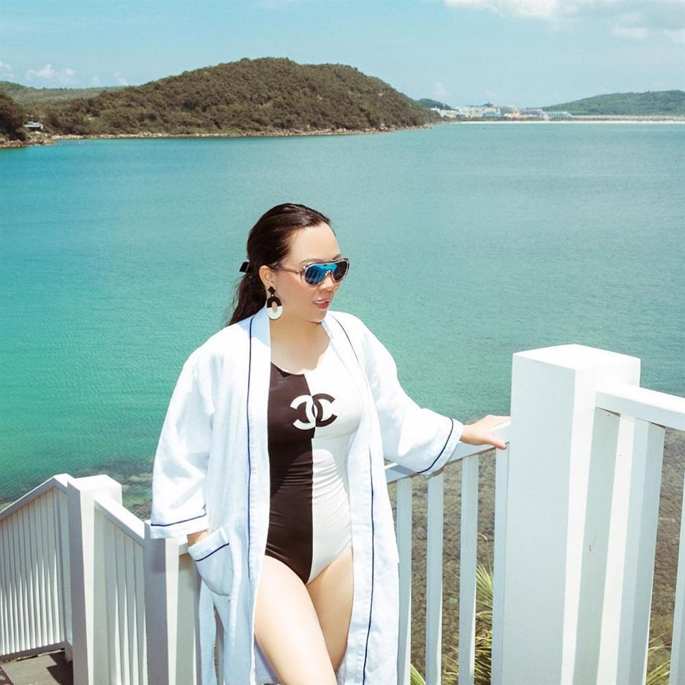 Lần đầu tiên Phượng Chanel diện áo tắm nóng bỏng và cũng là lần đầu tiên người xem thấy cô ấy TẠM ĐẸP-2