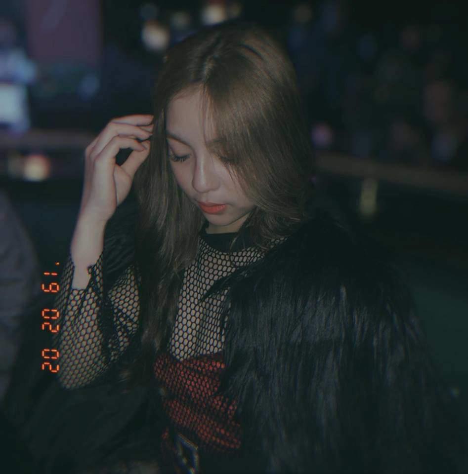Bị la ó vì khoe vòng 1 quá đà, bạn gái Quang Hải bỗng ăn mặc kín đáo bất ngờ-2