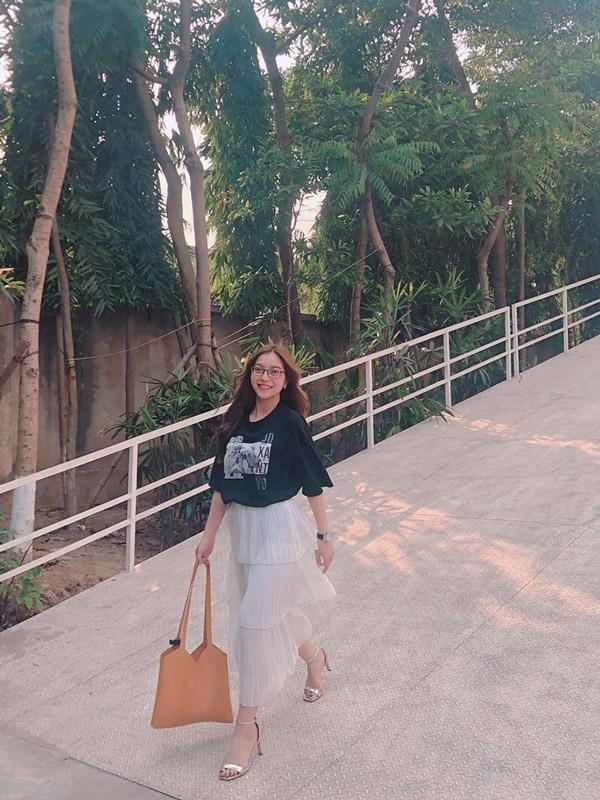 Bị la ó vì khoe vòng 1 quá đà, bạn gái Quang Hải bỗng ăn mặc kín đáo bất ngờ-5