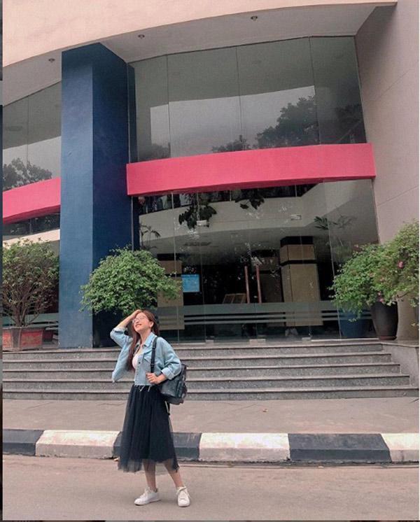 Bị la ó vì khoe vòng 1 quá đà, bạn gái Quang Hải bỗng ăn mặc kín đáo bất ngờ-8
