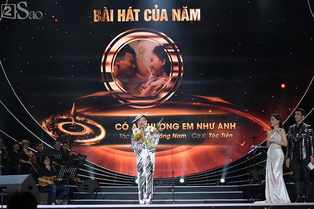 Đông Nhi nghẹn ngào nhận giải Cống Hiến, fans chực chờ ngoài cửa chúc mừng-6