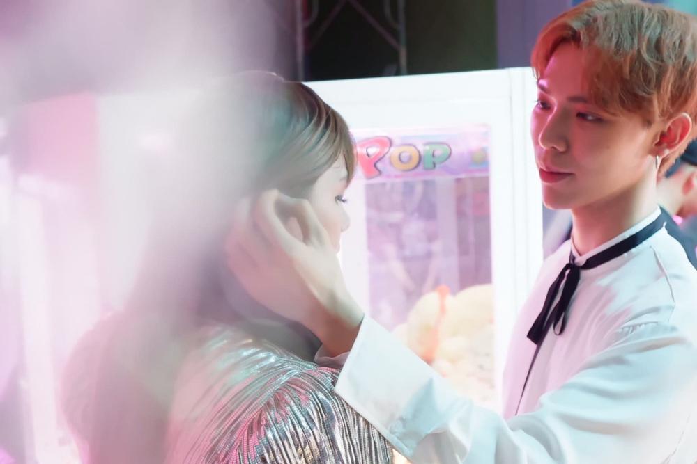 Phá bỏ lời thề giả gái, Duy Khánh trở thành người tình của Erik trong sản phẩm mới-4