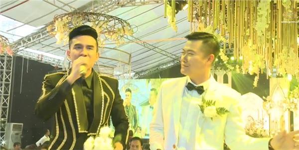 Đám cưới khủng ở Hưng Yên: Bố giàu nứt đố đổ vách bảo sao dựng rạp thôi cũng ngốn 2 tỷ lại mời cả ca sĩ Đan Trường-8