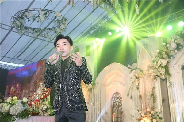 Đám cưới khủng ở Hưng Yên: Bố giàu nứt đố đổ vách bảo sao dựng rạp thôi cũng ngốn 2 tỷ lại mời cả ca sĩ Đan Trường-9