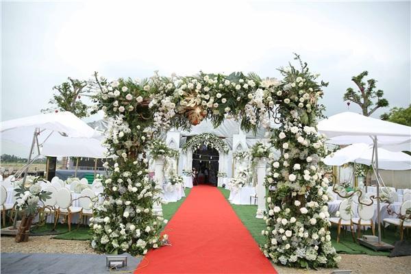 Đám cưới khủng ở Hưng Yên: Bố giàu nứt đố đổ vách bảo sao dựng rạp thôi cũng ngốn 2 tỷ lại mời cả ca sĩ Đan Trường-3