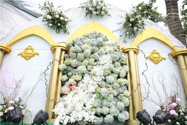 Đám cưới khủng ở Hưng Yên: Bố giàu nứt đố đổ vách bảo sao dựng rạp thôi cũng ngốn 2 tỷ lại mời cả ca sĩ Đan Trường-4