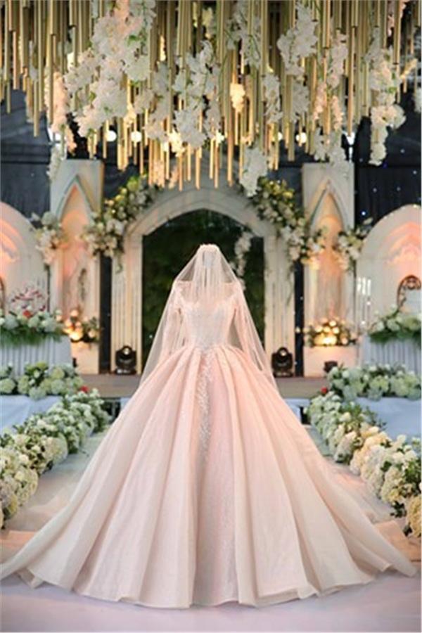 Đám cưới khủng ở Hưng Yên: Bố giàu nứt đố đổ vách bảo sao dựng rạp thôi cũng ngốn 2 tỷ lại mời cả ca sĩ Đan Trường-13