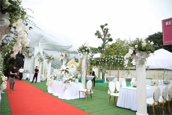 Đám cưới khủng ở Hưng Yên: Bố giàu nứt đố đổ vách bảo sao dựng rạp thôi cũng ngốn 2 tỷ lại mời cả ca sĩ Đan Trường-1