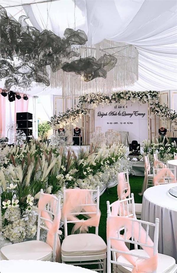 Đám cưới khủng ở Hưng Yên: Bố giàu nứt đố đổ vách bảo sao dựng rạp thôi cũng ngốn 2 tỷ lại mời cả ca sĩ Đan Trường-5