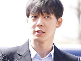 Sao nam 'Hoàng tử gác mái' Park Yoochun đến sở cảnh sát điều tra scandal ma túy trong tâm thế thoải mái