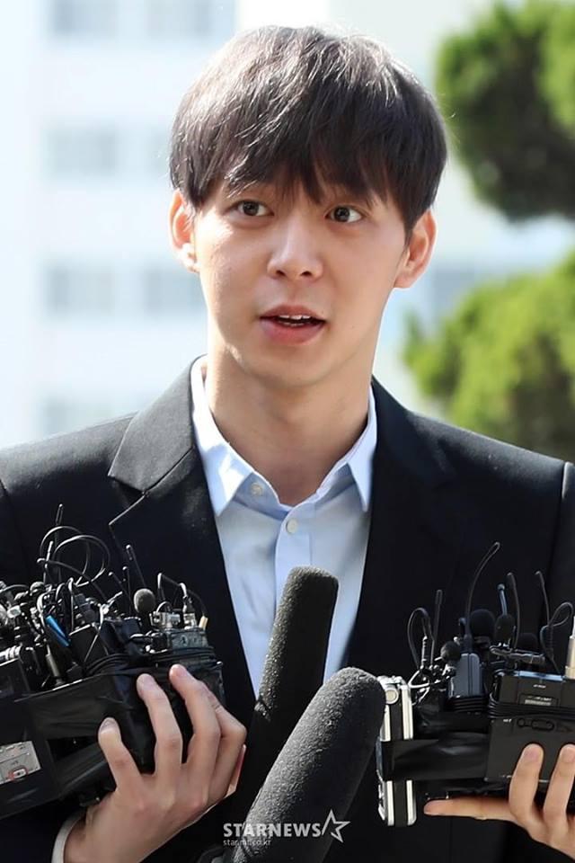 Sao nam Hoàng tử gác mái Park Yoochun đến sở cảnh sát điều tra scandal ma túy trong tâm thế thoải mái-4