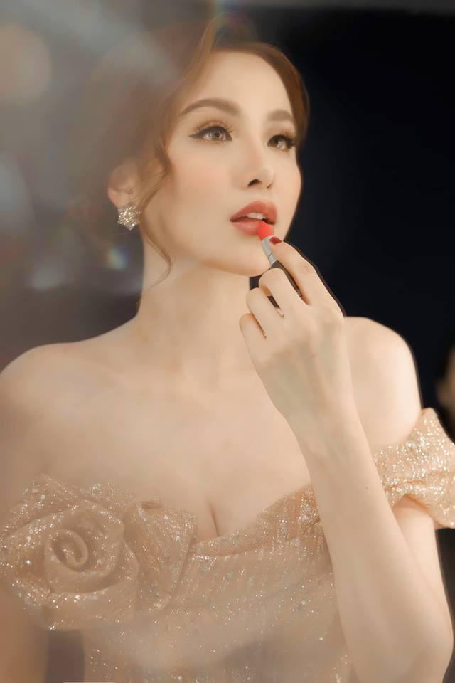 Hoa hậu Diễm Hương gây shock khi kết luận bí quyết giúp các ông chồng giúp vợ luôn vui như bồ nhí chính là Tiền - Tiền và Tiền-8