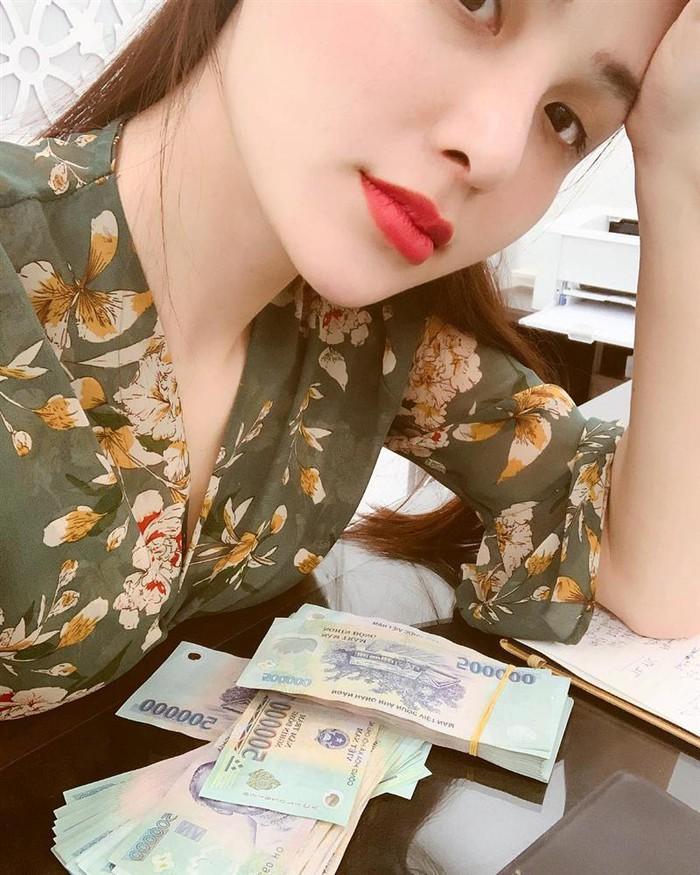 Hoa hậu Diễm Hương gây shock khi kết luận bí quyết giúp các ông chồng giúp vợ luôn vui như bồ nhí chính là Tiền - Tiền và Tiền-9