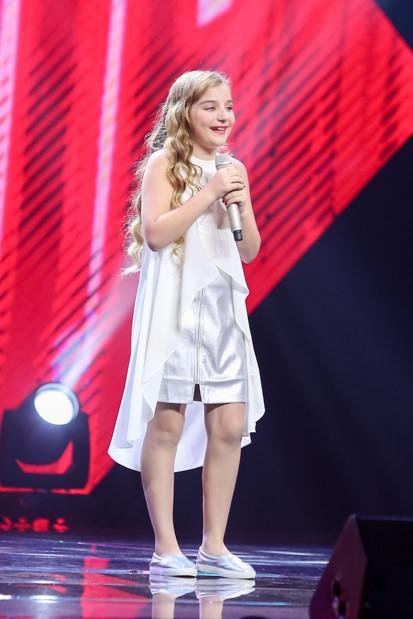 Thiên thần Nga The Voice Kids 2016 gây ngỡ ngàng với ngoại hình tuổi 13 khác lạ khi xuất hiện trên phố đi bộ-1