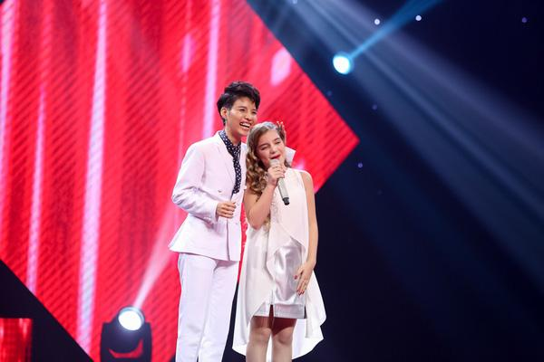 Thiên thần Nga The Voice Kids 2016 gây ngỡ ngàng với ngoại hình tuổi 13 khác lạ khi xuất hiện trên phố đi bộ-2