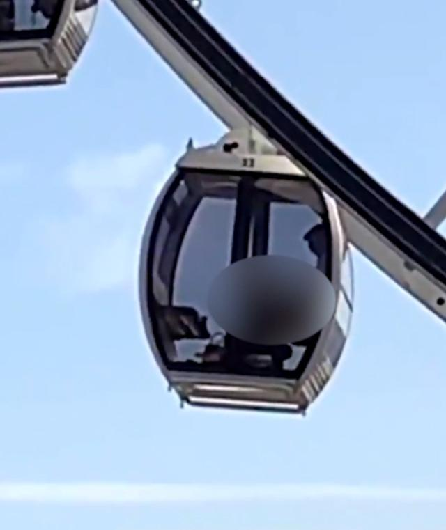 Nghĩ làm chuyện ấy trên chiếc đu quay sẽ kín đáo, cặp nam nữ khiến người phía dưới đỏ mặt khi nhìn hình ảnh qua cửa kính-1