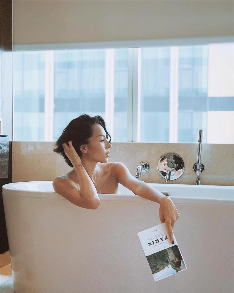 Dù chụp chính diện hay sau lưng, Thu Minh vẫn gây mê với thân hình sexy ở tuổi tứ tuần-3