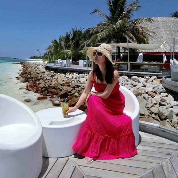 Gái 1 con Lâm Tâm Như chiêu đãi người hâm mộ bằng loạt ảnh mát mẻ ở Maldives-1