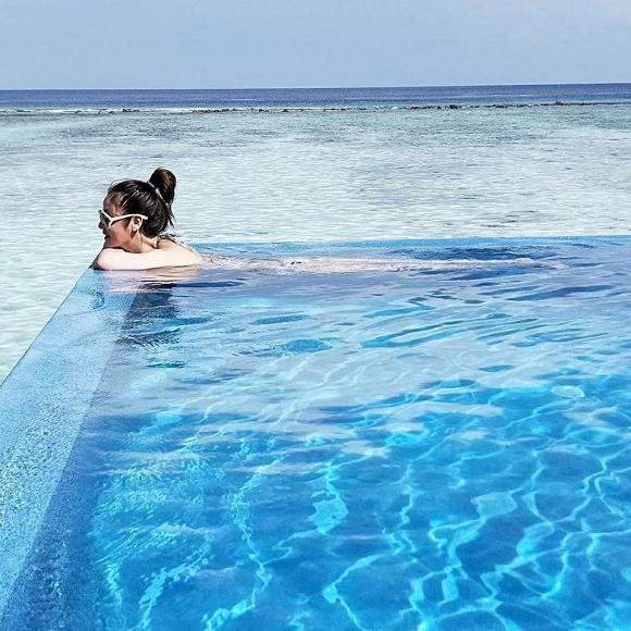 Gái 1 con Lâm Tâm Như chiêu đãi người hâm mộ bằng loạt ảnh mát mẻ ở Maldives-4