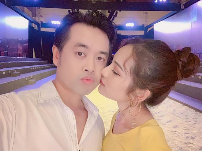 Dương Khắc Linh và bạn gái kém 13 tuổi thoải mái tình tứ trên MXH-1