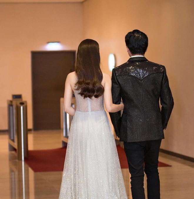 Dương Khắc Linh và bạn gái kém 13 tuổi thoải mái tình tứ trên MXH-5