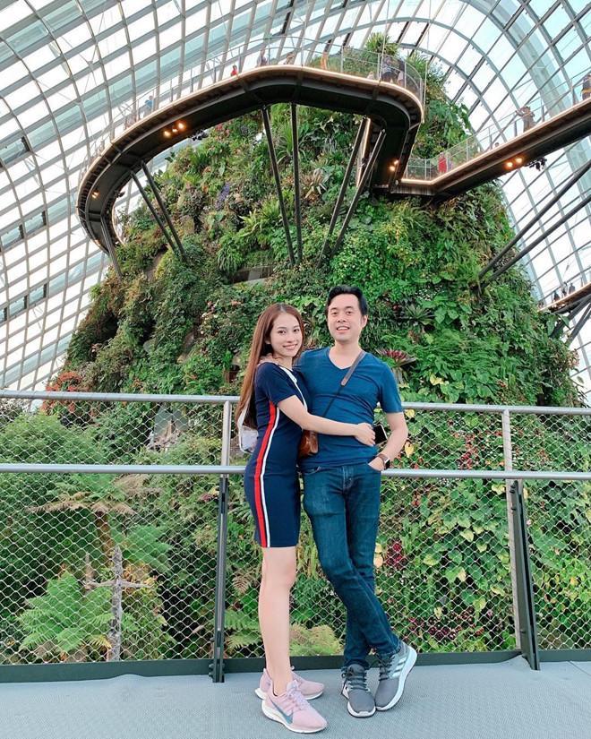 Dương Khắc Linh và bạn gái kém 13 tuổi thoải mái tình tứ trên MXH-7