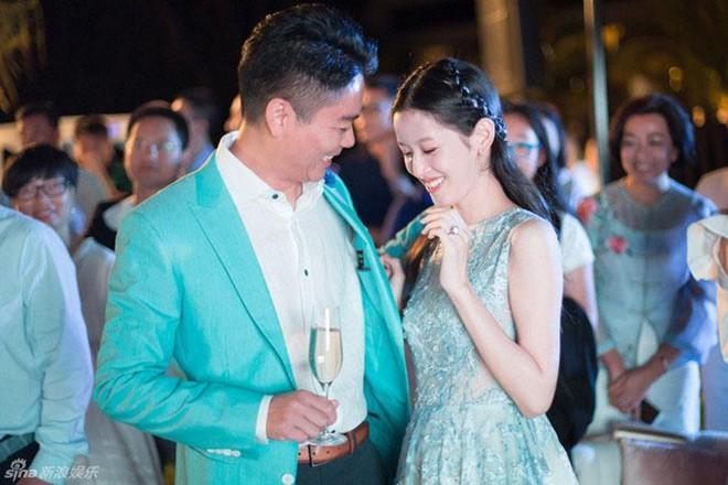 Hot girl trà sữa từ tỷ phú trẻ nhất Trung Quốc đến cô vợ đáng thương-6