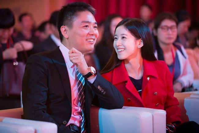 Hot girl trà sữa từ tỷ phú trẻ nhất Trung Quốc đến cô vợ đáng thương-7