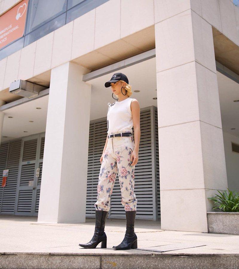 STREET STYLE giới trẻ: Hoàng Yến Chibi khoe ngực khủng - Jun Vũ mát mẻ với bikini xanh nõn chuối-7