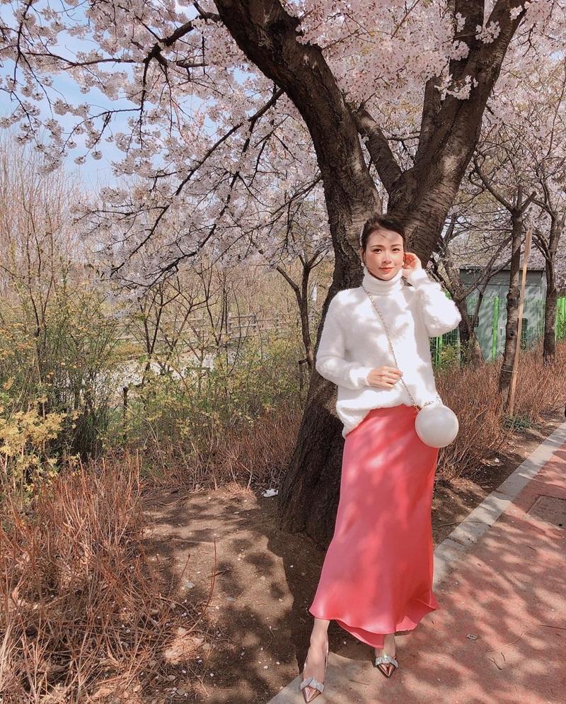 STREET STYLE giới trẻ: Hoàng Yến Chibi khoe ngực khủng - Jun Vũ mát mẻ với bikini xanh nõn chuối-8